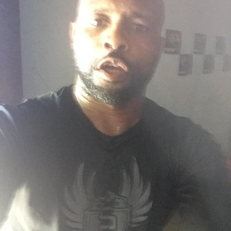 Roy Jones Jr puts the Stealthletic Shirt to the test.. shop stealthletic.com. #boxingday #boxinggloves #training #yoga